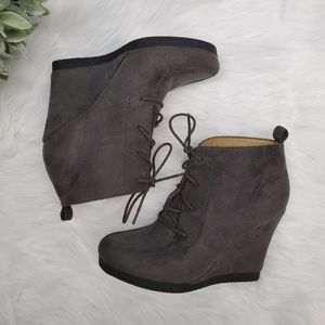 Nine West Wedge Ankle Booties Size 7.5